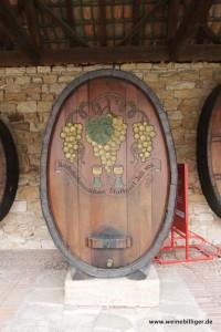 Altes Weinfass in den Arkaden