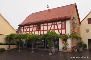 Das berühmte Weingut Dr. von Bassermann-Jordan liegt in Deidesheim
